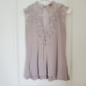 Buckle gray lace and embroidery cap sleeve top S